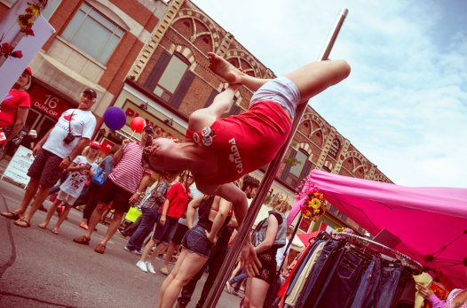 20130701_Canada-Day-pole-action_0436